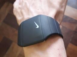 Relógio digital de pulso