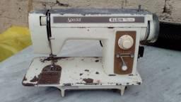 Máquina de costura doméstica antiga