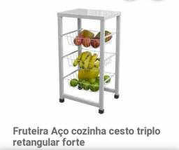 Fruteira com Base para Bebedouro E 3 cestos para Frutas