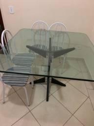Mesa de vidro + 4 cadeiras