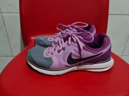 Tênis feminino Nike e Cross n. 37