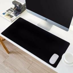 Mouse Pad Todo Preto Básico, sem estampa, 68x35cm.