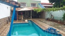 More em uma Casa em Condomínio Fechado sendo lote de 400m², 3 quartos, 1 suíte, piscina, c