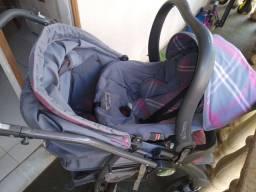 Carrinho com bebê conforto Burigoto