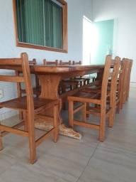 Mesa de madeira de lei