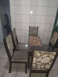 Mesa de vidro mais cinco cadeira