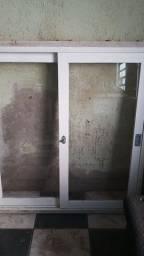 2 janela e uma porta medidas das janela 1.24x1.33 outra janela maxilar  98x63 porta 79