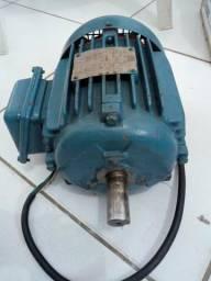 Motor elétrico trifásico WEG 2 CV
