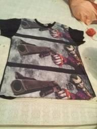 """Vendo camisa do coringa semi nova usada apenas 2 vezes! valor: 40 reais, tamanho """"M"""""""