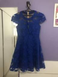 Vestido azul de festa Miss Luxury com detalhes em renda