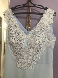 Vestido de festa Julia Dumont com detalhes em renda e fenda