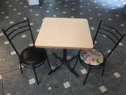 Mesa E Cadeiras Com Estofamento De Ferro Galvanizado