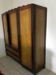 Guarda roupa de madeira e MDF