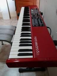 Vendo Nord Electro 5D teclado super Novo usado poucas vezes na igreja...