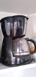Vendo esta cafeteira preta Grande