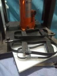 Máquina de fazer chinelo mais material