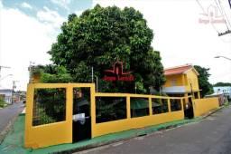 Casa de Esquina no Ajuricaba com 2 Aptos Otima Localização