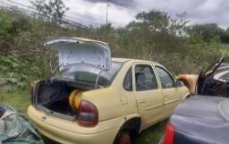 Sucatas de corsa classic 1.0 gasolina 2006 para retirar peças