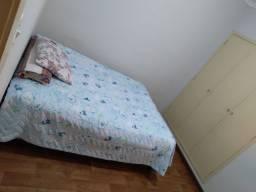 Alugo um quarto no meu apartamento