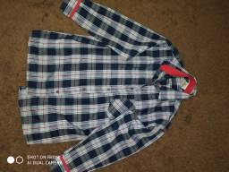 Vende-se blusa de manga cumprida quadriculada