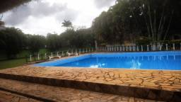 Casa tipo sítio com piscina e campinho de futebol
