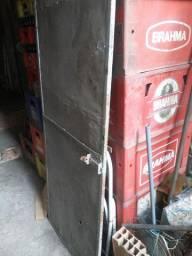 Portão de ferro todo fechado