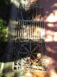 Portão antigo de ferro