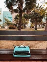 Fantastica Olivetti na cor azul em metal Maquina de escrever antiga - antiguidade