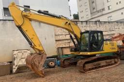 Título do anúncio: Escavadeira New Holland E 215 C ano 2015
