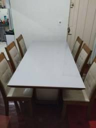 Mesa semi-nova com 6 cadeiras estofadas.