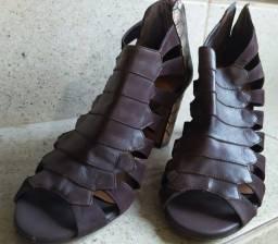 Sandália salto Arezzo marrom couro