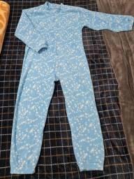 Macacão de dormir azul com estrelas
