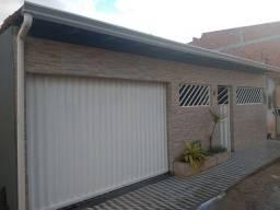 Vende-se casa 3 quartos, WC, cozinha, sala e garagem.