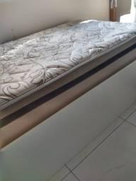 Cama planejada de solteiro com colchão