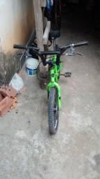 Título do anúncio: Vendo uma bicicleta kross por 250