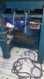 Vendo maquina de fabricar chinelos ela corta e fura.