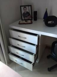 Mesa/Escrivaninha para escritório e/ou quarto.