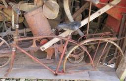 2 bicicletas antigas (apenas para decoração)