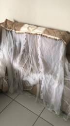Vendo mosquiteiro e cortina conjuntos usados