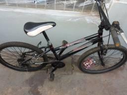 Vendo bicicleta de macha,  só está com peneu furado vendo barato preço desapego