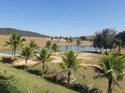 Linda Fazenda 2ha com Lagoa nos Fundos. Condomínio Fechado
