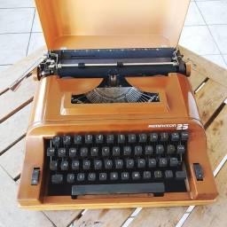 Acompanha a capa Maquina de datilografia antiga - antiguidade