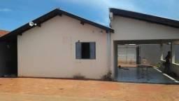 Vendo casa com piscina em condomínio fechado