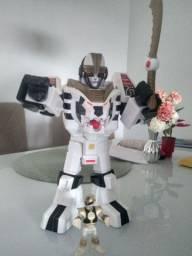 Robô branco Power Rangers