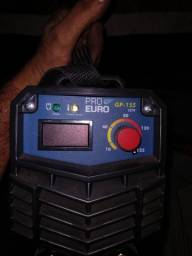 Máquina de solda com capacete eletrônico