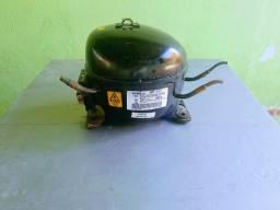 Motor Embraco 1/5 modelo EMYe 70CLP para geladeira ou freezer super Novo R$ 180,