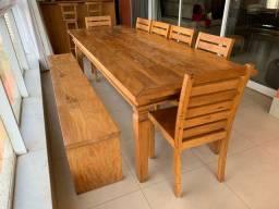 Mesa de jantar de madeira de demolição