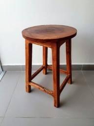 Título do anúncio: Banquinho artesanal de madeira maciça