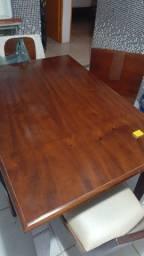 Conjunto de mesa e quatro cadeiras de madeira