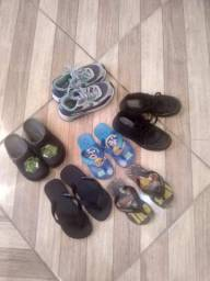 Lote de sandália e dois sapatos infantil